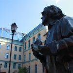 Grotowski na tle Uniwersytetu Opolskiego
